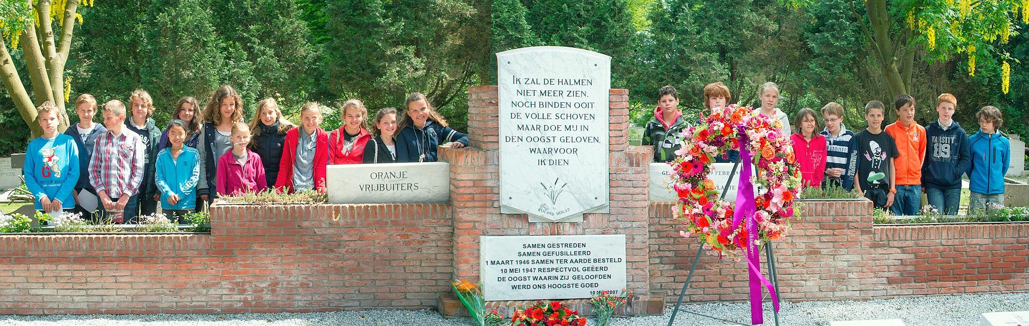 Oranje vrijbuiters Eregraf Herdenking 2012 Kinderen