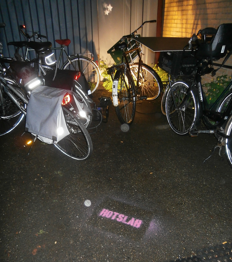 Rotslab Ecologo op asfalt fietsen