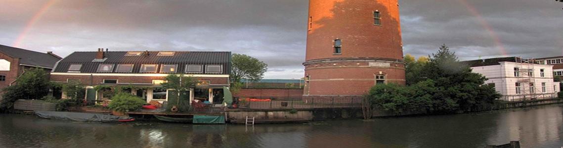 Heuveloord  watertoren lwoningen links en rechts v watertoren